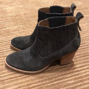 Size 7 Dolce Vita booties